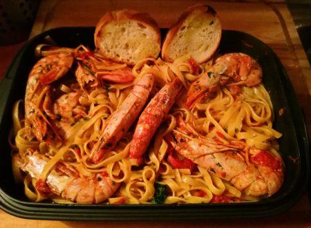 Fettucini con Camarones a la Mediterranea