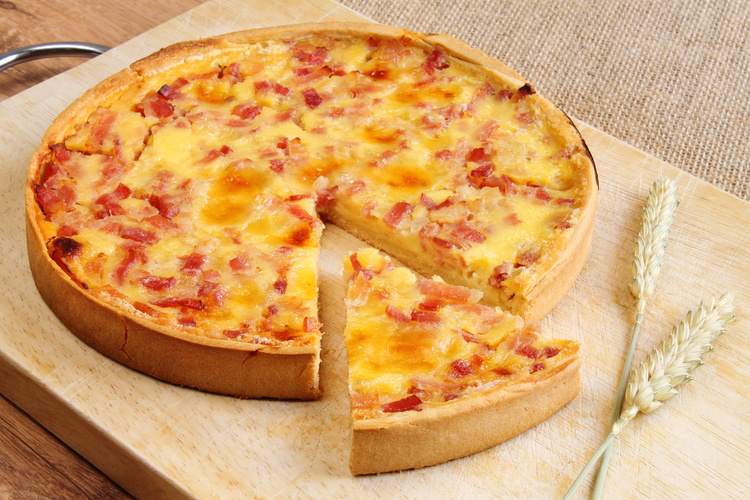 Quiche Lorraine with bacon, cheese and ham